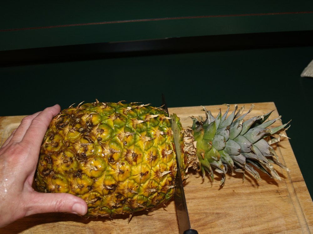 Cutting and Dehydrating Fresh Pineapple (2/6)
