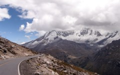 Climbing back over the mountains to return to the Huaraz valley