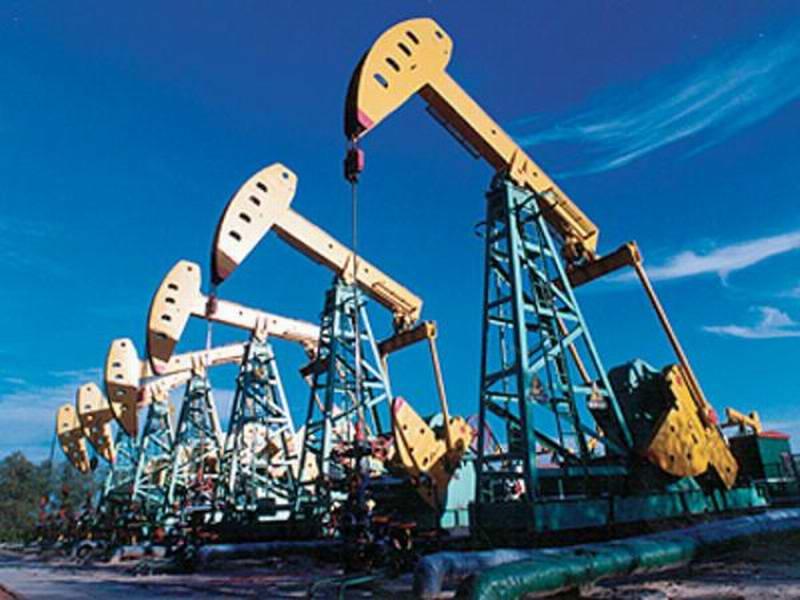 النفط يهبط فما هو السبب