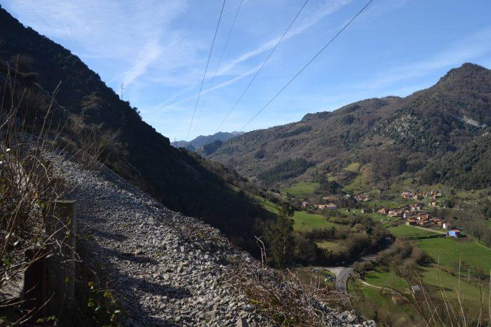 Vista de Villanueva desde el inicio del camino