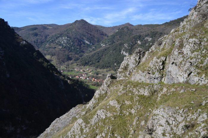 Vista de Villanueva desde el camino