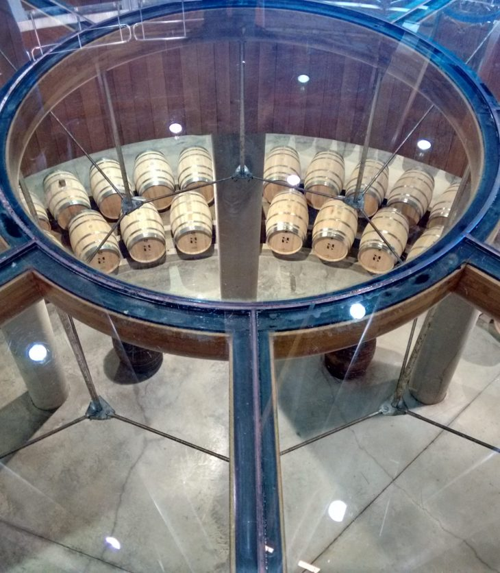 Sala de barricas de la Bodega Viña Real