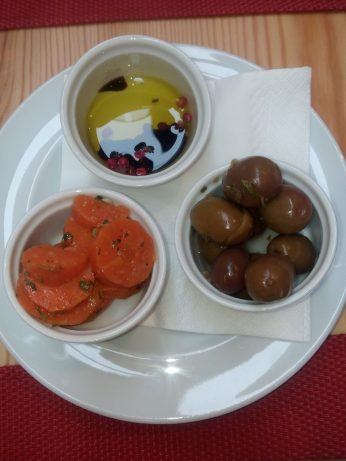 Couvert: Zanahorias, aceitunas y aceite