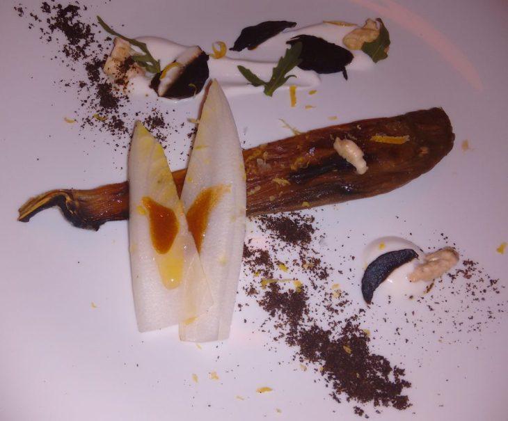 Berenjena con nueces tiernas, crema agria y matices amargos