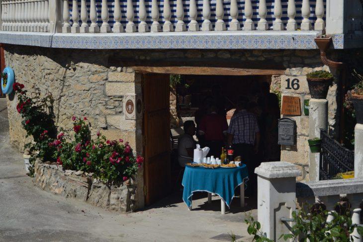 Andar las casas en Puentedey fiesta popular
