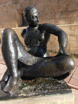 """Mujer sentada"" de Manolo Hugué"