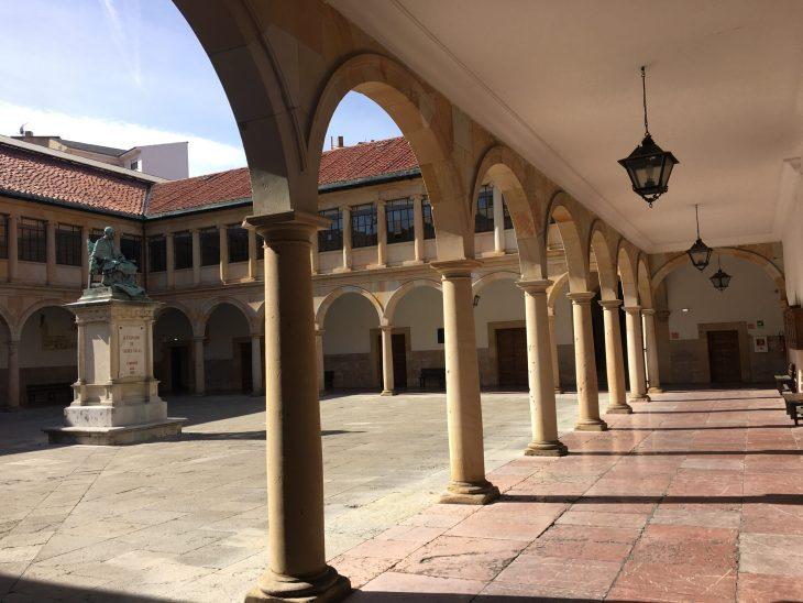 Patio de la Universidad de Oviedo