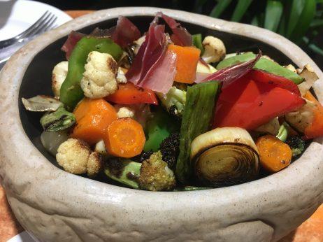 Verduras crujientes con salsa de romesco
