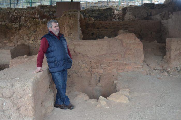 Emilio en el Poblado del Cerro de la Cruz
