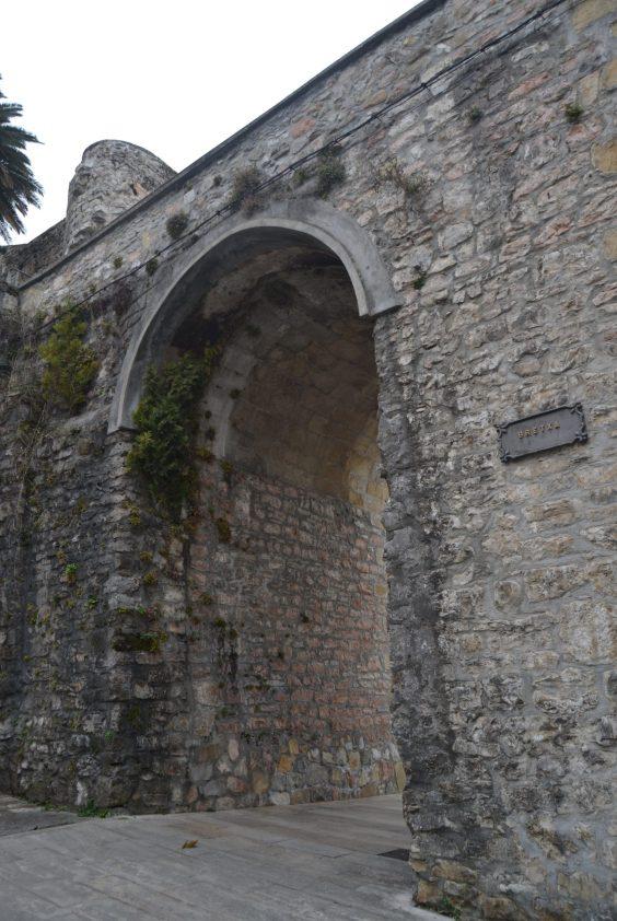 Puerta La Bretxa