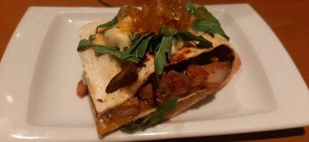 Burrito de pollo marinado