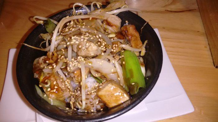 Cuenco de arroz, jazmin y solomillo de cerdo con salsa tonkatsu
