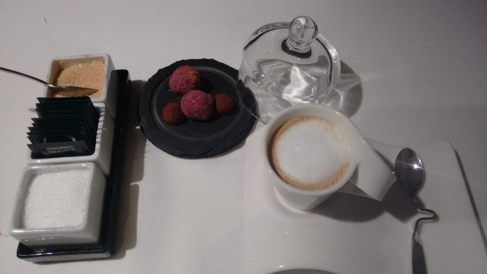 Cafe y petit fours