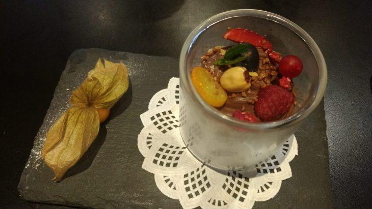 Huerta de chocolate, con frutas y frutos del bosque