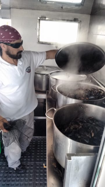 Cocinando los mejillones al vapor8