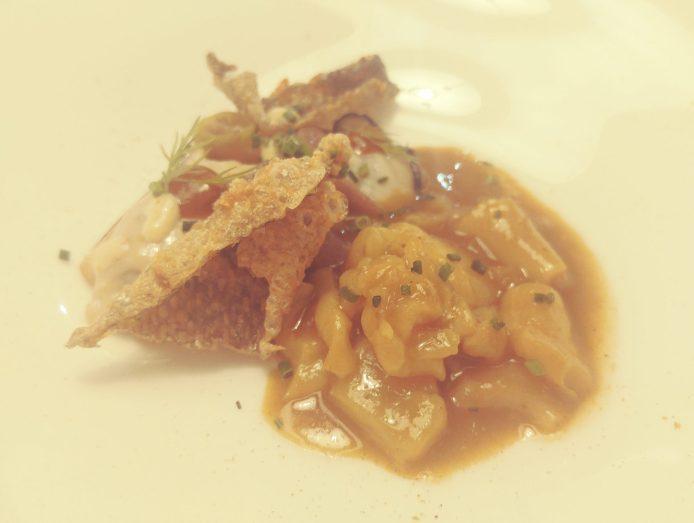 Ostra caliente con guiso de callos de bacalao al curry