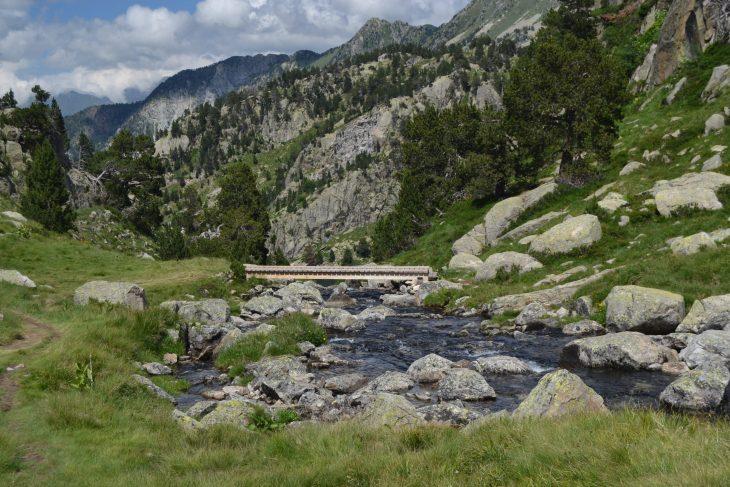 Puente sobre el desagüe del Estanh des Garguilhs de Jons