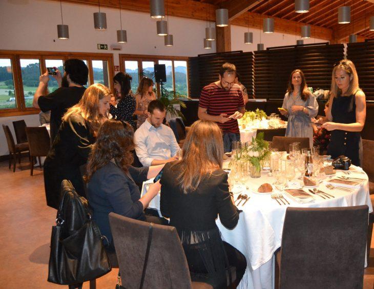 Bloggers e instagramers en Noches Alhambra con Eneko Atxa