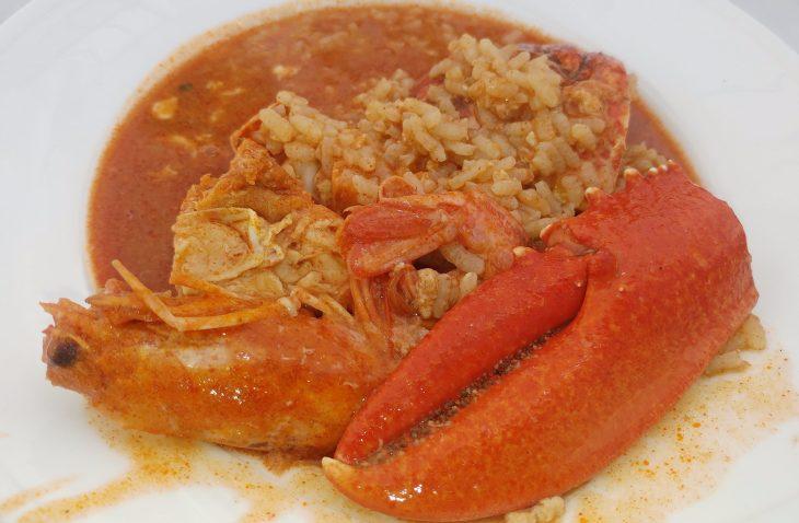 Ración de arroz caldoso son marisco