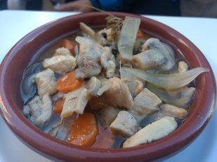 Pollo con champiñones en escabeche
