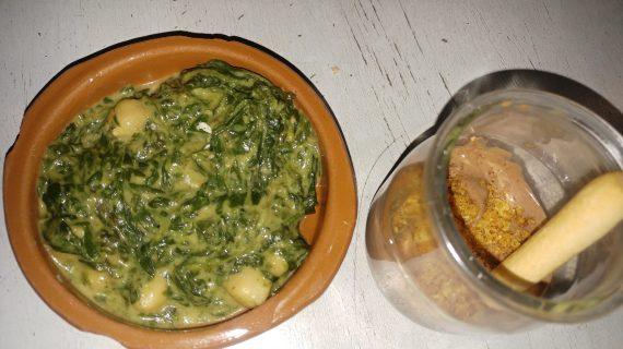 Tapas de espinacas y Morcilla con compota de manzana y kikos