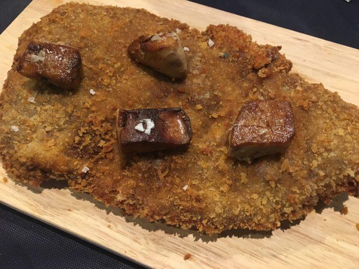 Cachopo relleno de foie y jamón ibérico