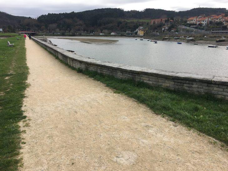 Camino junto a la Ría De Plentzia