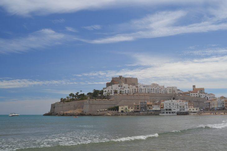 Castillo y Murallas desde la Playa Norte de Peñiscola