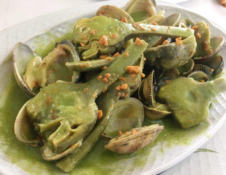 Alcachofas con almejas de Carril
