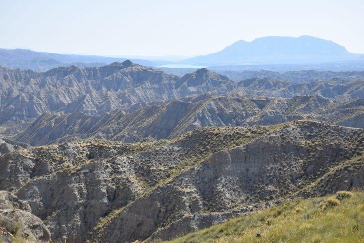 Cerro del Jabalcón rodeado de badlands
