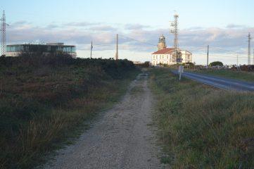 Senda hacia el Faro de Peñas