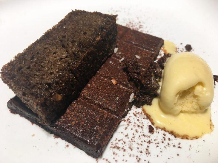 Cuajado de chocolate con pan y aceite