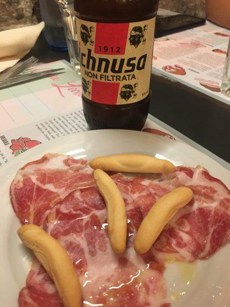 Cerveza Ichnussa y Capocollo o Coppa