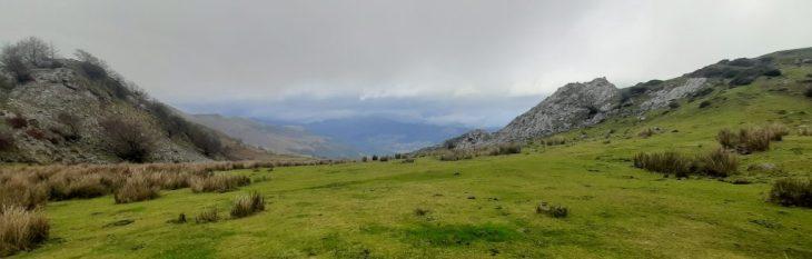 Ruta de la Cascada de Belaustegi y Majadas de Orozko