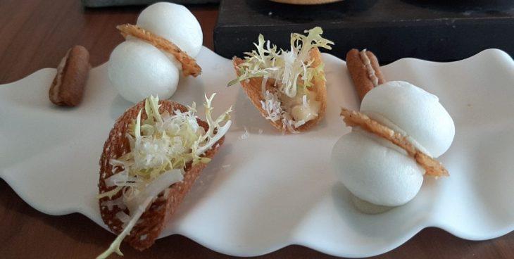 Crujiente César, Bocadillito de jabalí y Merengue de queso azul y avellanas