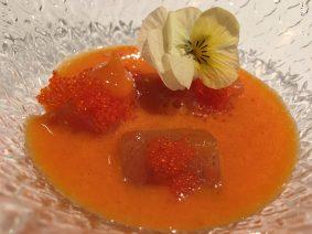 Trucha macerada y un gazpachuelo de calabaza