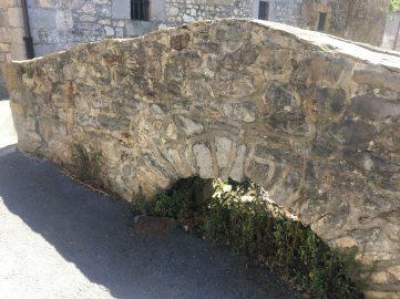 Puente de piedra de Pobeña