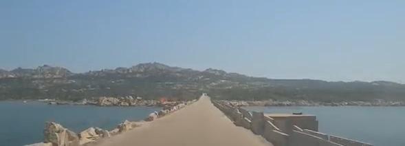 Puente de Isla Maddalena a Isla Caprera