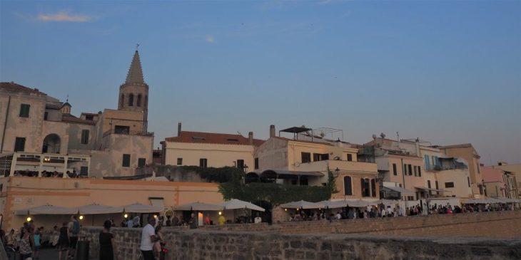 Zona de restaurantes de de la Muralla de Alghero
