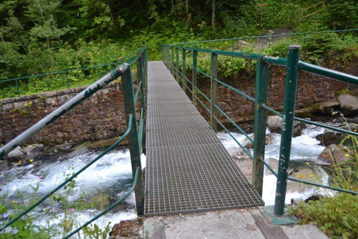 Puente sobre el río Joéu
