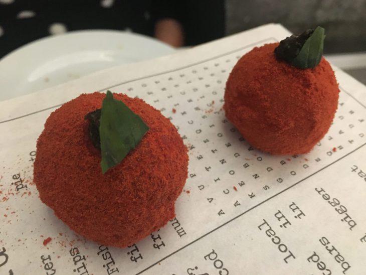Mochis de mezclas de tomate italiano, trufa y albahaca