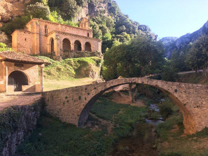 Puente medieval y Ermita de Nuestra Señora de la Hoz de Tobera