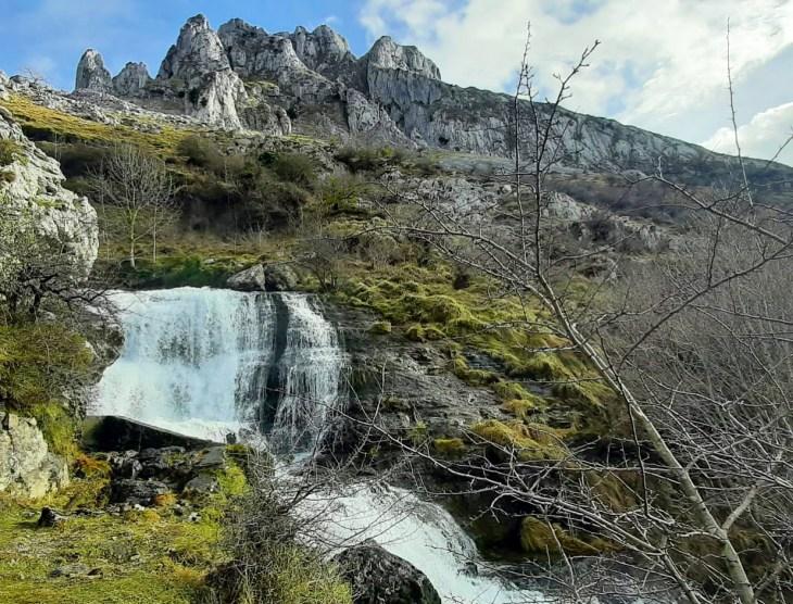 Ruta de la Cascada de Aldabide en Orozko