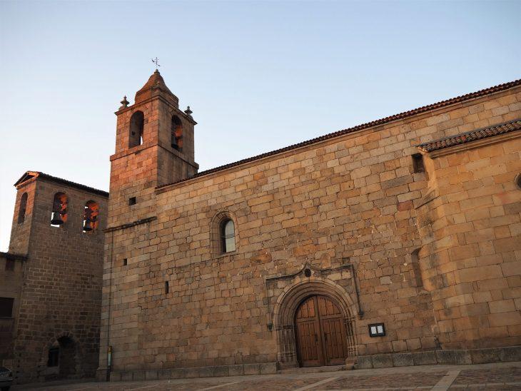 Iglesia Nuestra Señora entre Dos Álamos y Torre de las Campanas