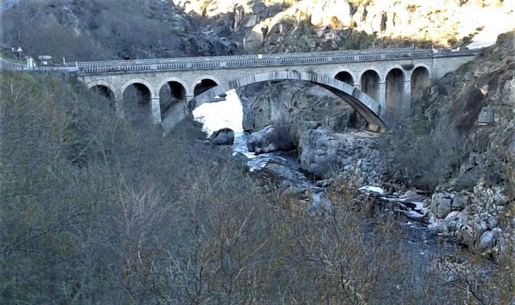 Puente Resbala sobre el río Huebra