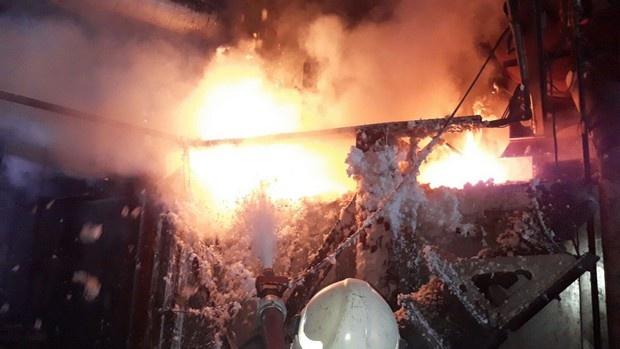 Boya fabrikasında yangın çıktı