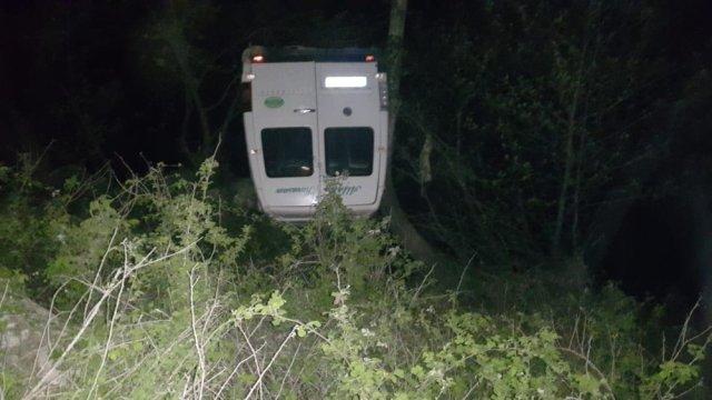 Andırın da Minibüs Dereye Uçtu: 2 Yaralı