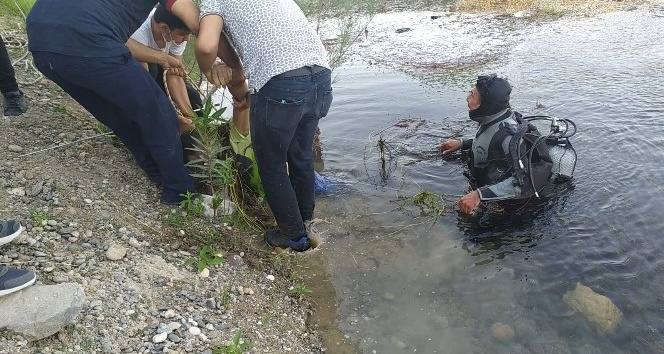Serinlemek için girdiği baraj göletinde boğuldu