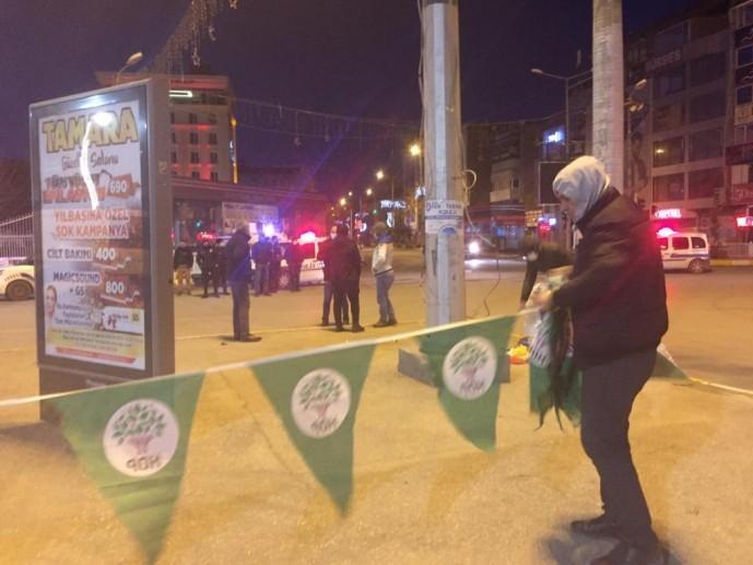 'Yanlışlıkla izin verilmiş' deyip HDP bayraklarını söktüler!