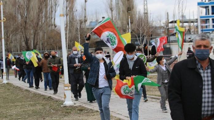 Van'da binler Newroz alanına akıyor